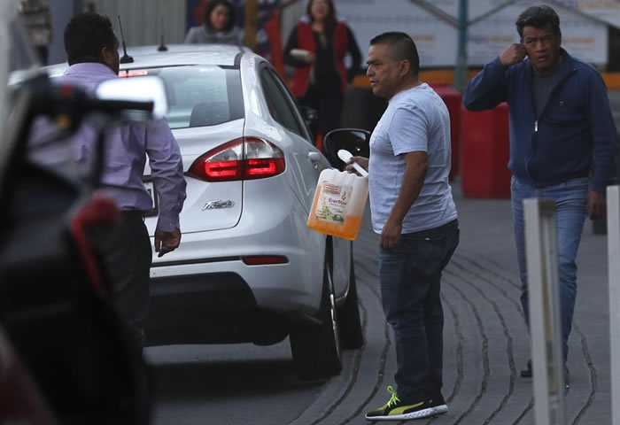 Mexico still under fuel shortages, President invites citizens not to panic