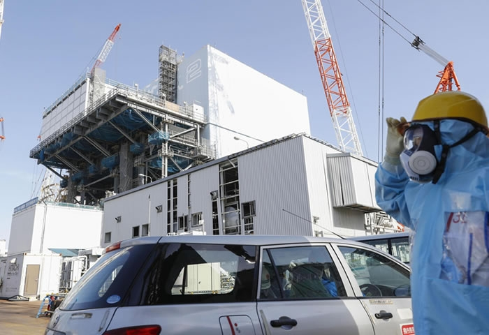 Robot succeeds in lifting molten fuel at Fukushima plant
